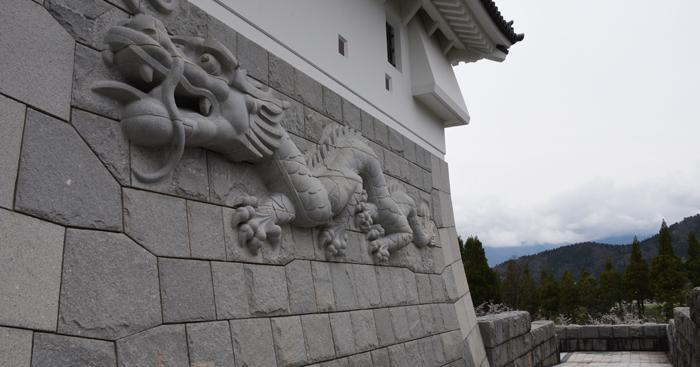 石垣にドラゴン!日本一の高さを誇る天守閣を持つ福井・勝山城_e0171573_21113124.jpg