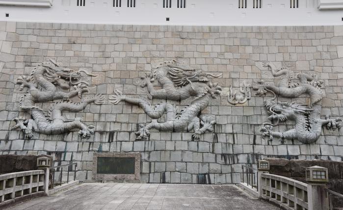 石垣にドラゴン!日本一の高さを誇る天守閣を持つ福井・勝山城_e0171573_21125573.jpg