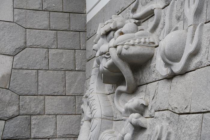 石垣にドラゴン!日本一の高さを誇る天守閣を持つ福井・勝山城_e0171573_21131043.jpg