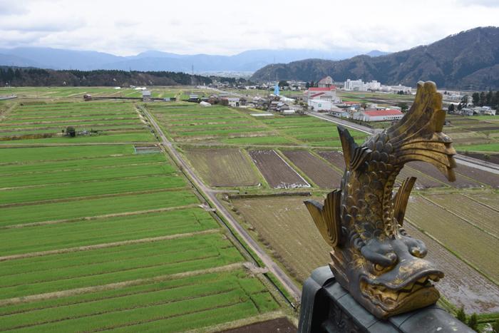 石垣にドラゴン!日本一の高さを誇る天守閣を持つ福井・勝山城_e0171573_21132057.jpg