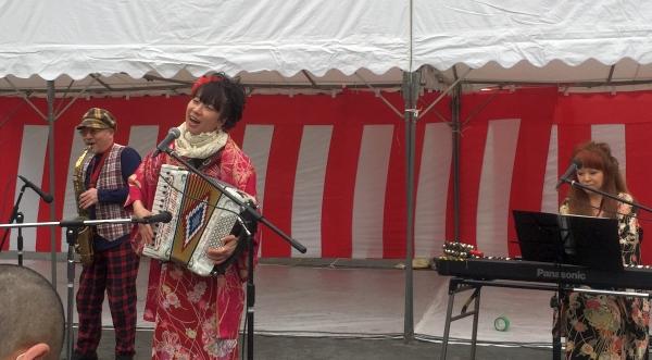 福富町の桜祭りステージ_a0163788_9433366.jpg