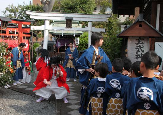 玄武神社 やすらい祭_e0048413_21542336.jpg