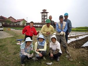 トウモロコシの種まき_d0120421_17403271.jpg