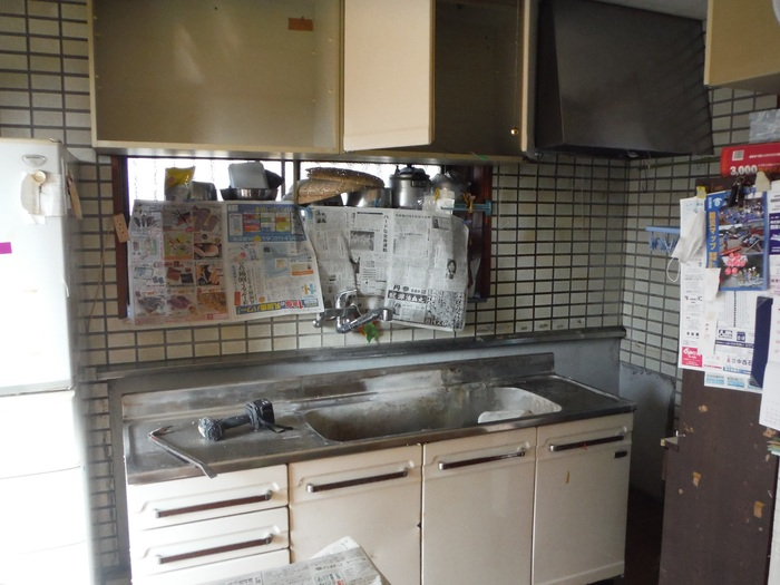キッチンと廊下 ~ キッチン取外し 。_d0165368_16554946.jpg