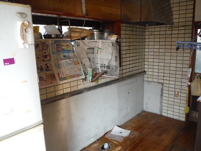キッチンと廊下 ~ キッチン取外し 。_d0165368_1656247.jpg