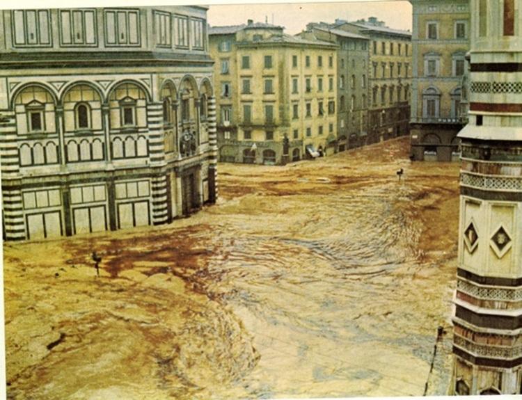 50年前のフィレンツェの惨劇を忘れない_a0136671_2392977.jpg