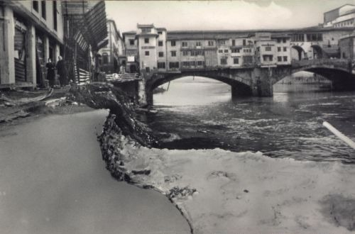 50年前のフィレンツェの惨劇を忘れない_a0136671_2395685.jpg