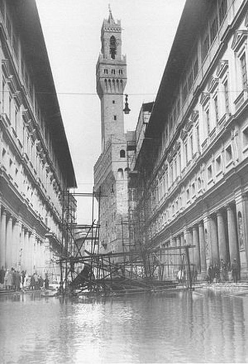 50年前のフィレンツェの惨劇を忘れない_a0136671_2402231.jpg