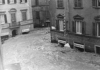50年前のフィレンツェの惨劇を忘れない_a0136671_305913.jpg