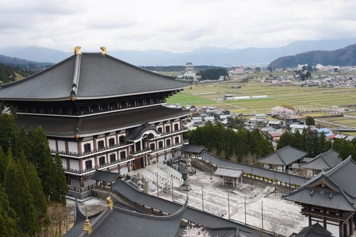 奈良の大仏よりでかい!高さ52mの大仏展やエレベーター付五重塔も魅力!でも客皆無!福井勝山の越前大仏_e0171573_21112893.jpg