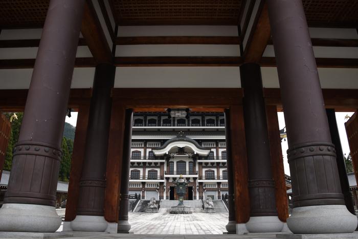 奈良の大仏よりでかい!高さ52mの大仏展やエレベーター付五重塔も魅力!でも客皆無!福井勝山の越前大仏_e0171573_21114037.jpg
