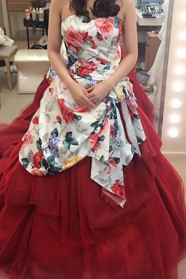 華やかなフラワープリントの紅いドレスに赤バラのブーケ アニヴェルセル表参道様へ 東京目黒不動前フローラフローラ_a0115684_23512006.jpg