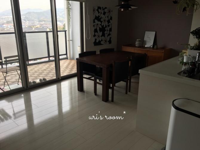 なにかと便利なミニテーブル!と、美味しい新玉ねぎ!_a0341288_17214414.jpg