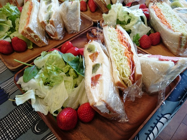 食パンレッスンのお昼ごパン♪_e0167593_0195475.jpg