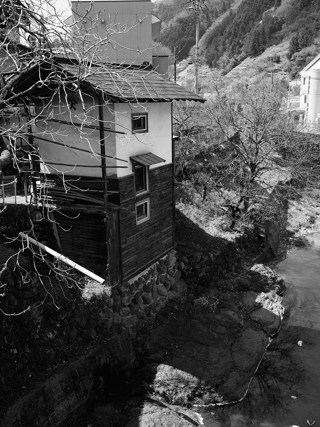 川沿いの蔵の不思議_f0121181_241612.jpg