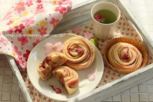 桜餡の折り込みパン_a0134594_09384867.jpg