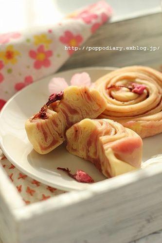 桜餡の折り込みパン_a0134594_09402867.jpg