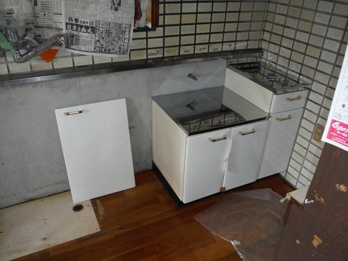 キッチンと廊下 ~ キッチン取外し _d0165368_7205786.jpg