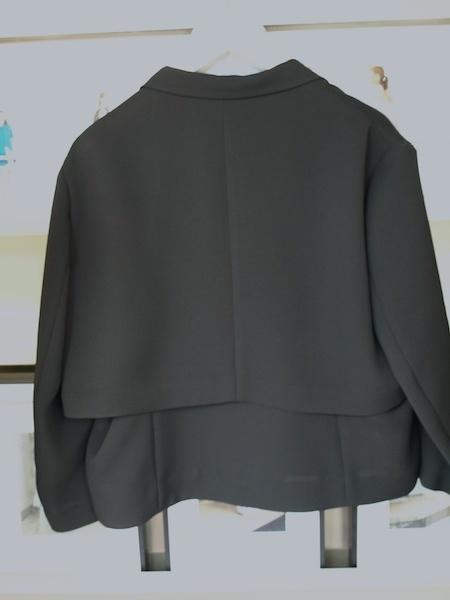 カーディガン感覚で着れるけどきちんとしているuemulo munenoliジャケットとパンツのセットアップスーツ_e0122680_15573921.jpg