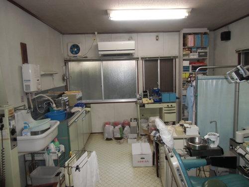 歯科医院を居間と寝室にリノベーション中_e0240310_15345346.jpg