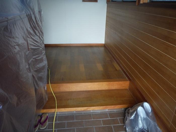 キッチンと廊下 ~ 廊下の傷み。_d0165368_5215043.jpg