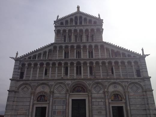 ドゥオモに残る聖レパラータとピサの疑惑の関係_a0136671_622628.jpg