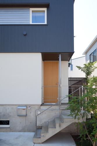 玄関廻りは、ちょっと可愛らしく_c0070136_17111438.jpg