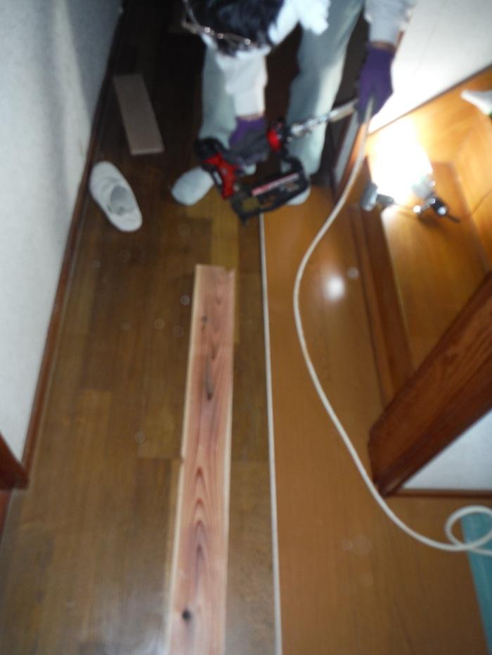 キッチンと廊下 ~ 床工事。_d0165368_5311835.jpg
