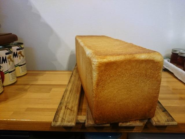 しっかり締めすぎが良くない食パン_e0167593_0414480.jpg