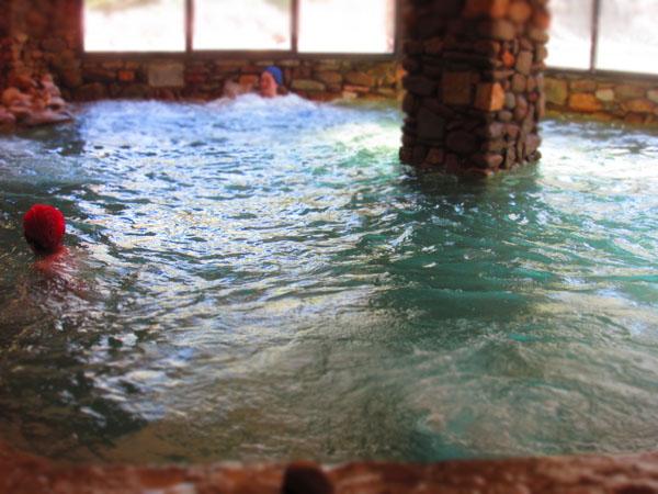 人数制限のあるマレンマ地区のリッチな温泉へ!!_c0179785_0463471.jpg