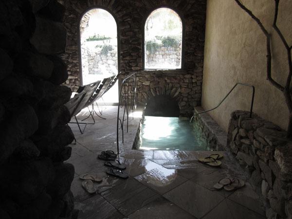 人数制限のあるマレンマ地区のリッチな温泉へ!!_c0179785_0464584.jpg