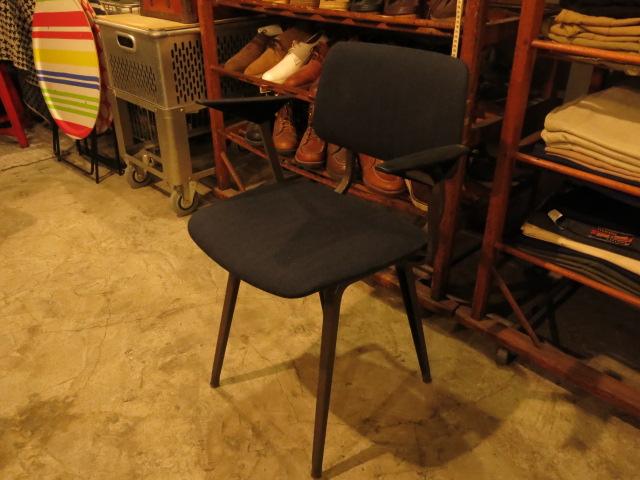 "\""Friso Kramer Revolt Arm Chair / Ahrend De Cirkel\""ってこんなこと。_c0140560_1052956.jpg"
