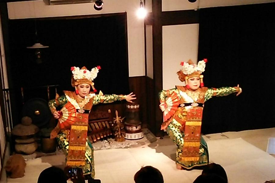 《花々の宴》バリ舞踊のつどい_e0017689_22485181.jpg
