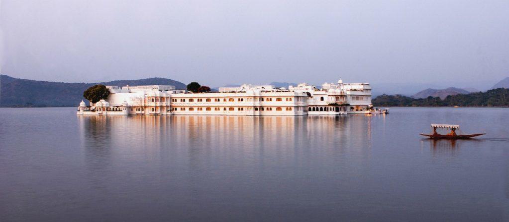 インド・ラジャスタンの旅 15 タージ・レイク・パレス_a0092659_10410634.jpg