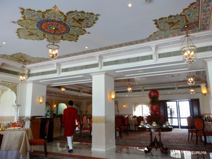インド・ラジャスタンの旅 15 タージ・レイク・パレス_a0092659_17421552.jpg