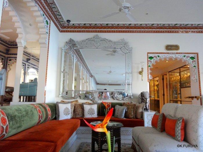 インド・ラジャスタンの旅 15 タージ・レイク・パレス_a0092659_17475380.jpg