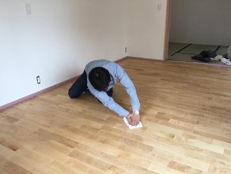 床塗装のメインはお施主さん_a0148909_22101144.jpg