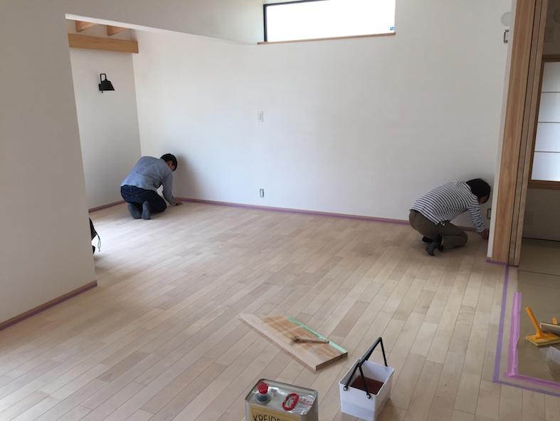 床塗装のメインはお施主さん_a0148909_2254745.jpg