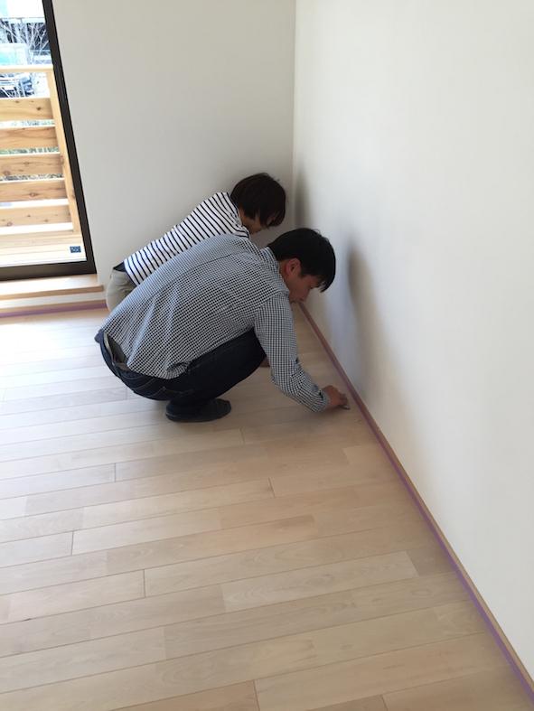 床塗装のメインはお施主さん_a0148909_2265660.jpg