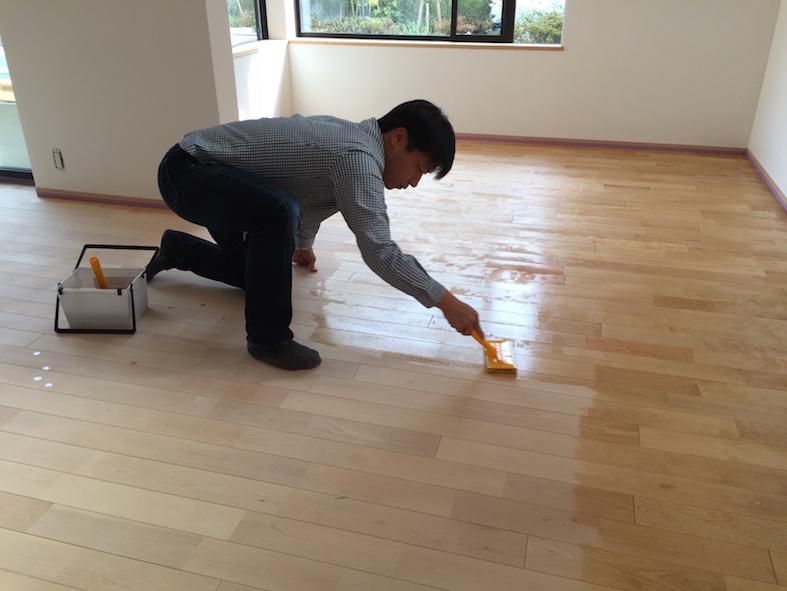 床塗装のメインはお施主さん_a0148909_2274371.jpg