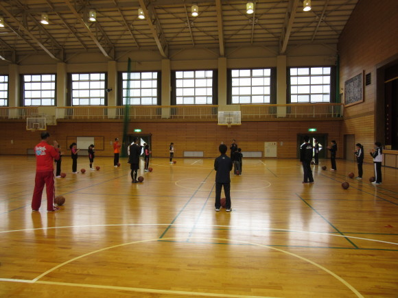 4月17日(日)バスケットボール教室を行いました。_d0010630_10115339.jpg