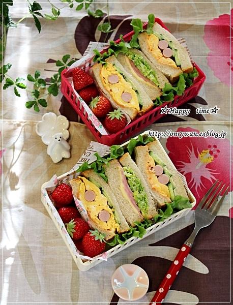 苺酵母山食でサンドイッチ弁当♪_f0348032_18580094.jpg