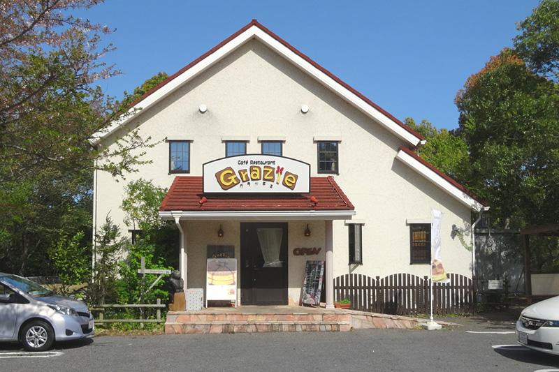 湖畔のレストランで昼食_b0114798_15532669.jpg