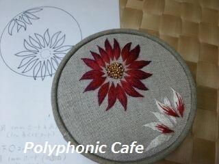 刺繍とカルトナージュ(ダリアの丸箱)_d0351801_11304820.jpg