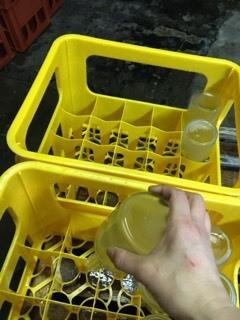 しんぶんし「27BY 純米60 無濾過生酒」八反錦&五百万石③の包装からの瓶洗い_d0007957_01513163.jpg