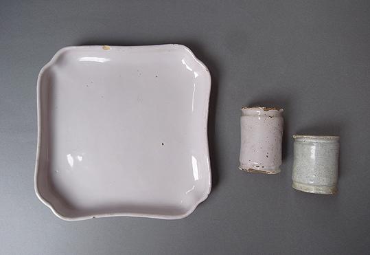 白錫釉の隅入り角皿_e0111789_1037507.jpg