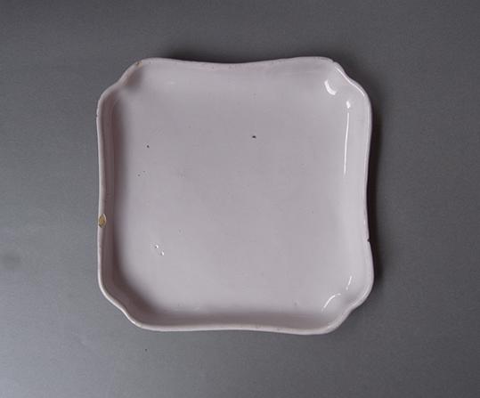 白錫釉の隅入り角皿_e0111789_10381379.jpg