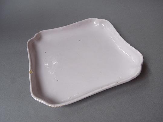 白錫釉の隅入り角皿_e0111789_10383537.jpg