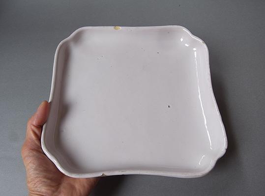 白錫釉の隅入り角皿_e0111789_10394112.jpg
