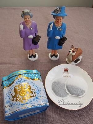 Happy Birthday to Her Majesty the Queen 90歳記念のお紅茶とティータオル_f0238789_17285339.jpg